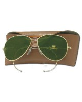 Sunglasses with green glasses